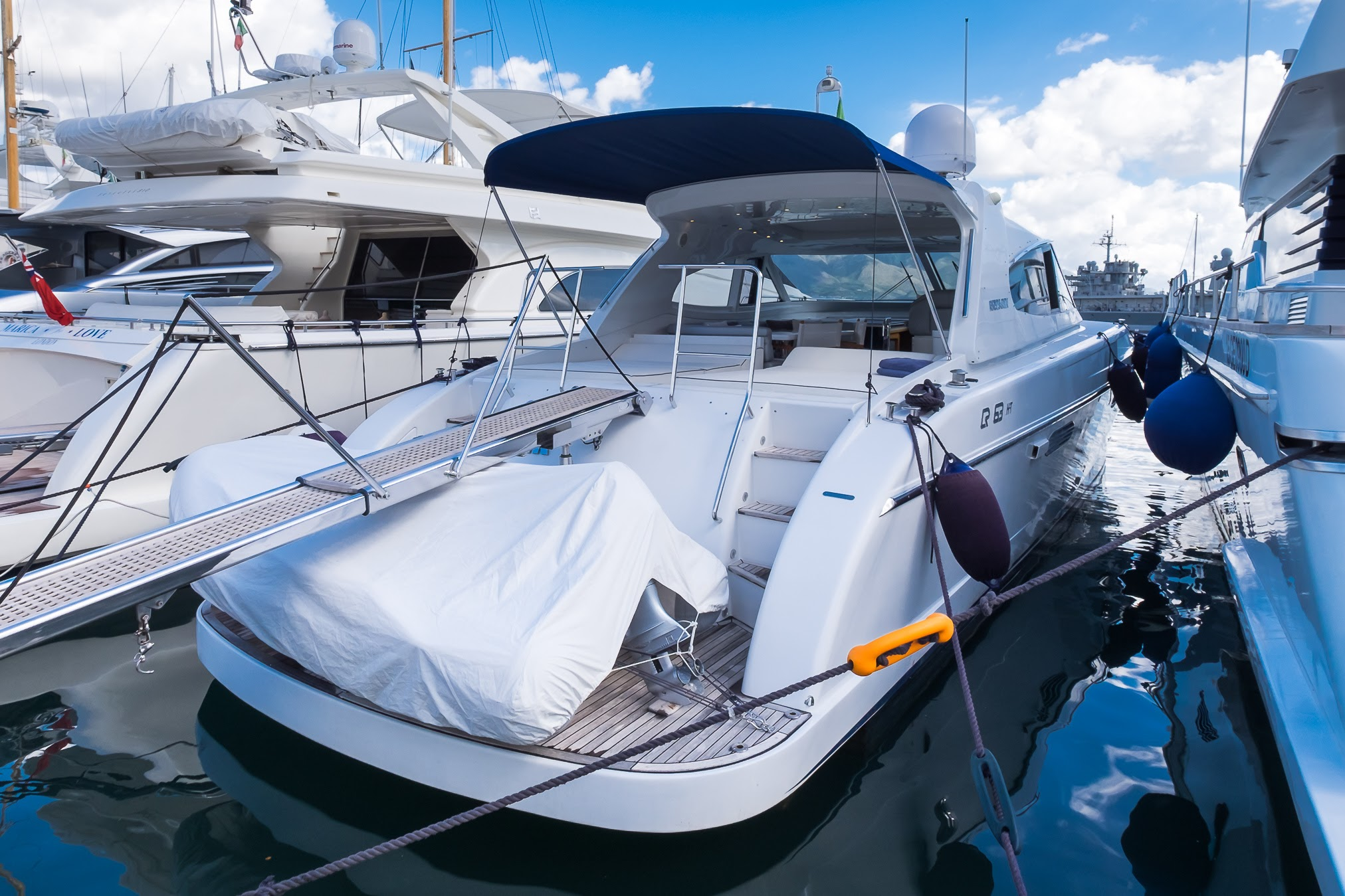 Rizzardi 63 39 usato moracasso yacht for Cabine di pesca nel ghiaccio alberta